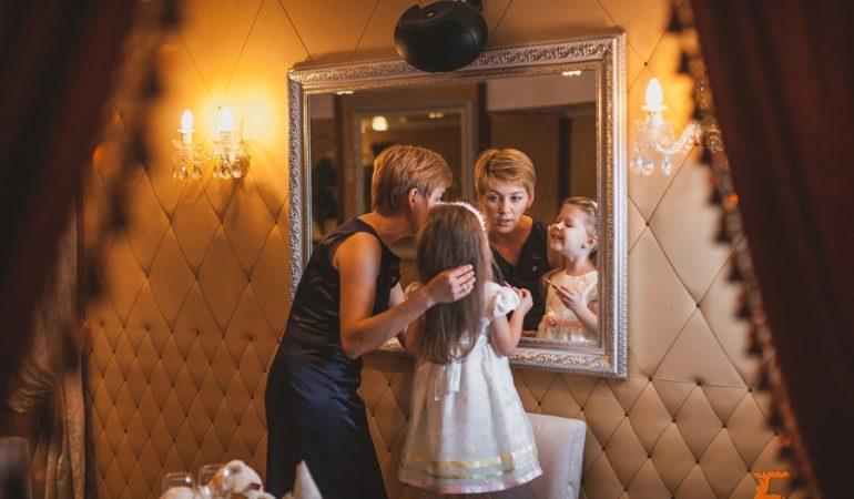 Семейная съемка в интерьере — Вера и Полина.