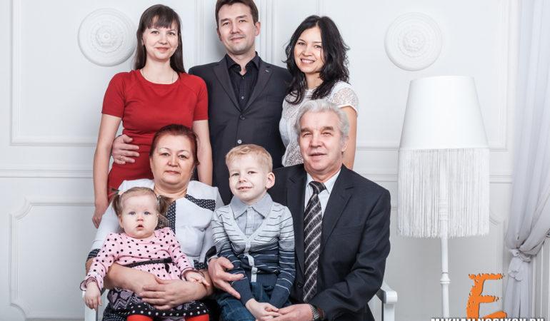 Семейная съемка в студии — три поколения
