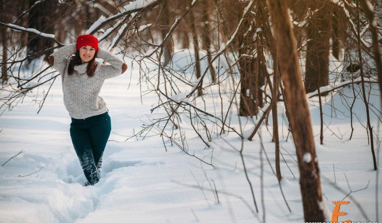 Зимняя фотосессия в лесу. Позитив от Юли