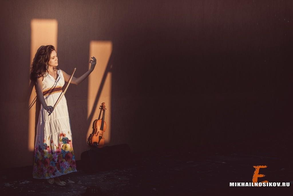 фотосессии на пленэре, фотосессия со скрипкой , тени, девушка и скрипка