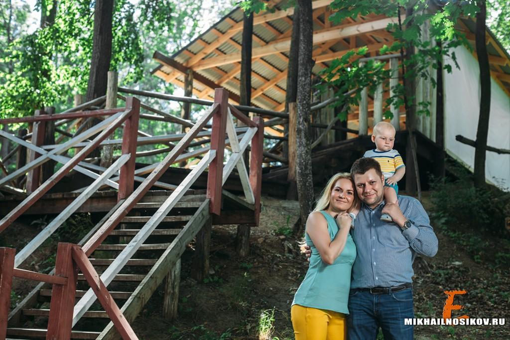 Семейная фотосессия с ребенком на природе