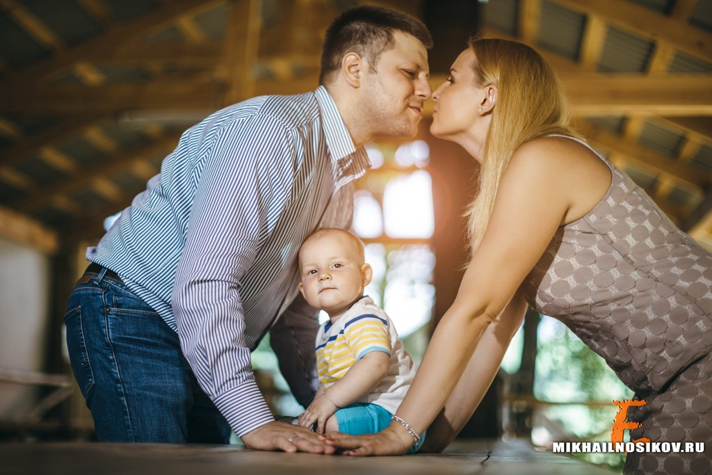 Семейная фотосессия с маленьким ребенком