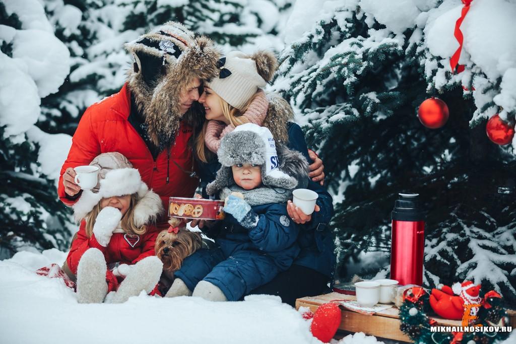семейная фотосессия в лесу зимой