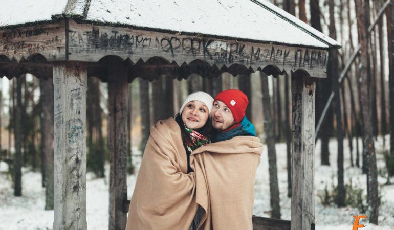 Фотосессия беременности зимой. Морозный воздух, горячие сердца