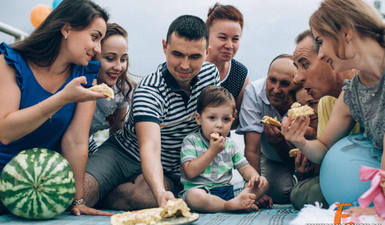Семейная фотосессия на природе с ребенком идеи