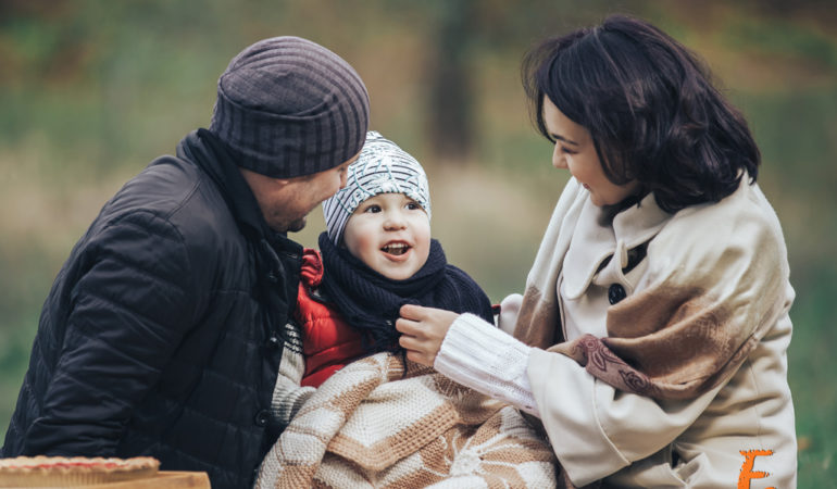 Фотосессия семьи осенью на природе