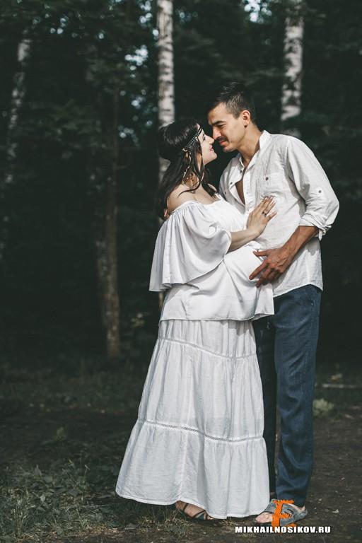 Идея для фотосессии беременности в стиле хиппи