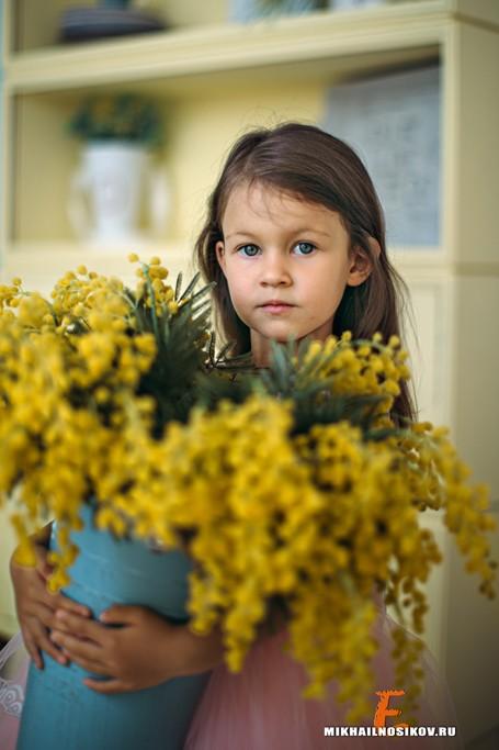 Ребенок - семейная фотосессия в студииСемейная фотосессия в студии