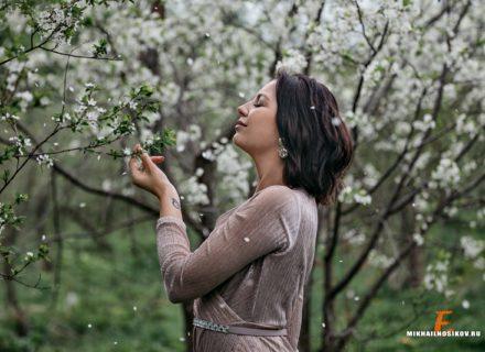 Фотосессия в цветущих садах. Девушки